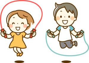 縄跳びをする男の子と女の子